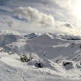 吹口哨在冬天季节的山景 免版税库存图片