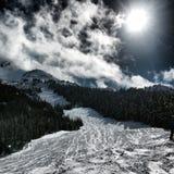 吹口哨山景在冬天 滑雪倾斜 免版税图库摄影