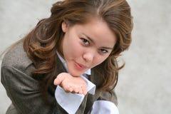 吹的亲吻俏丽的妇女 免版税图库摄影