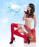 吹的圣诞节女孩亲吻 免版税库存图片