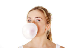 吹的泡泡糖青少年的妇女 免版税库存照片