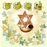 吹的男孩hashanah犹太新的rosh羊角号年 免版税图库摄影