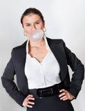 吹的bubblegum女实业家 库存图片