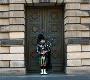 吹笛者在爱丁堡 图库摄影