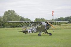 ! 946吹笛者L-4 Cub 免版税库存照片