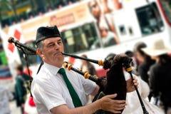 吹风笛者爱丁堡街道 免版税库存照片