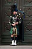 吹风笛者爱丁堡街道 库存照片