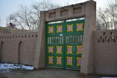 维吾尔特征住宅的前门 免版税图库摄影