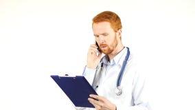 告诉担心的医生某人,谈论医疗报告 免版税图库摄影