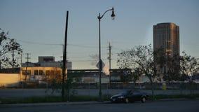 呕吐工业制造业工厂尾气烟发烟的云彩导致城市大气污染 股票录像
