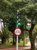 周期路线绿色红绿灯 免版税库存图片