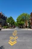 周期车道标志在蒙特利尔 免版税库存图片