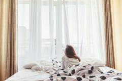 周末早晨在旅馆里 免版税图库摄影