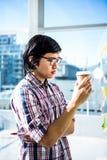 周道的创造性的商人用外带的咖啡 免版税库存图片