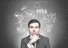 周道的深色头发的商人,工商管理硕士教育 免版税库存图片