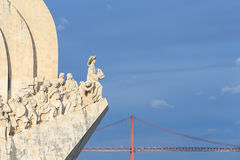 500 1960年周年纪念caravel庆祝死亡发现亨利开始的里斯本纪念碑浏览器葡萄牙被塑造对是年 免版税库存照片