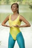 呼吸的执行瑜伽 免版税库存照片