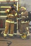 呼吸的齿轮的消防队员 免版税库存照片