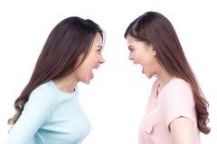 呼喊反对白色背景的两名亚裔妇女 库存照片