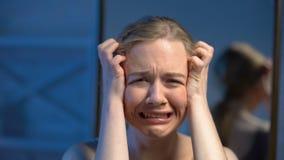 呼喊的年轻女人,精神障碍,感情问题,心理创伤 股票录像