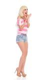 呼喊的白肤金发的女孩 免版税图库摄影