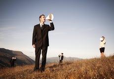 呼喊通过纸扩音机的商人 免版税库存图片