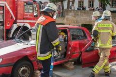 致命交通事故-人被困住 库存照片