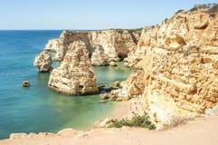 咆哮在普腊亚da Marinha -葡萄牙,阿尔加威 免版税库存图片