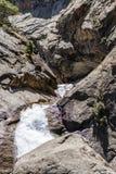 咆哮河秋天, Canyon NP,雪松树丛,加利福尼亚, U国王 免版税库存照片