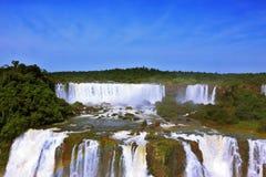 咆哮瀑布在南美-伊瓜苏 免版税库存照片