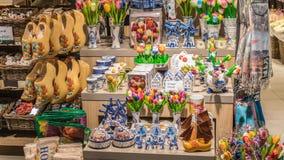 咆哮被编织的桦树配件箱俄国销售额纪念品木 库存图片