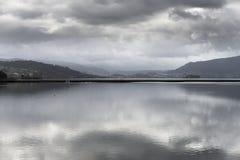 水和云彩 库存图片