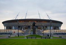 和在Krestovsky海岛上的一个新的体育场 免版税库存图片
