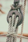 绳索和块在风船 免版税图库摄影