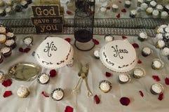 他和她的婚宴喜饼 库存照片
