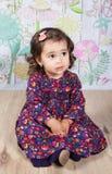 1和室内一个半岁女婴 免版税库存照片