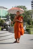和尚在仰光,缅甸走 免版税库存图片