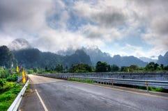 和平充分的乡下公路 免版税库存图片