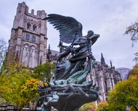 和平喷泉,圣约翰教会神在纽约 库存图片