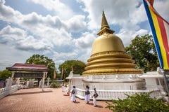 和平塔Stupa Dambulla洞寺庙 金黄寺庙 斯里南卡 免版税库存照片