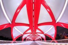 和平桥梁在卡尔加里街市在冬天期间 库存照片