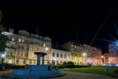 和平正方形在晚上- Marianske Lazne -捷克 免版税库存图片