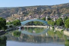 和平步行桥在第比利斯,乔治亚 图库摄影