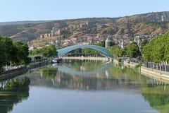 和平步行桥在第比利斯,乔治亚 库存照片