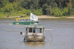 和平的三文鱼研究和游览小船 库存照片