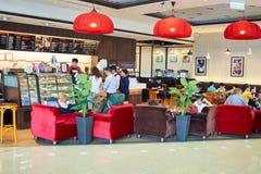 和平的咖啡咖啡馆内部 免版税库存照片