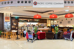 和平的咖啡咖啡馆在机场 库存照片