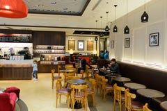 和平的咖啡咖啡馆在机场 库存图片