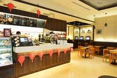 和平的咖啡咖啡馆在香港机场 免版税库存照片