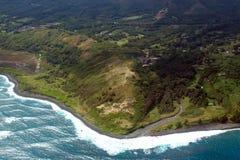 和平的海浪捣毛伊海岸线 免版税库存照片
